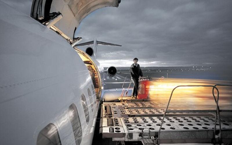 Ground Services - Flughafenlogistik beim Be- und Entladen